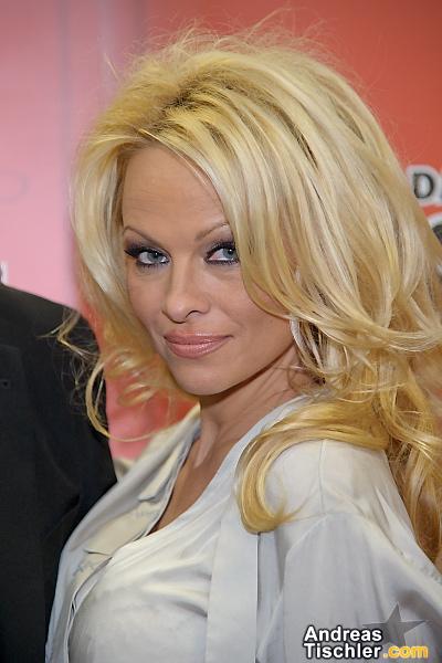 Promi.at - Fotos von Promis Prominente Promifotos Stars Sternchen berühmte Menschen Idole ...